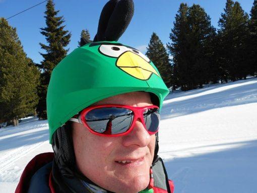 Zöld Angry bird madár a szabadban férfin