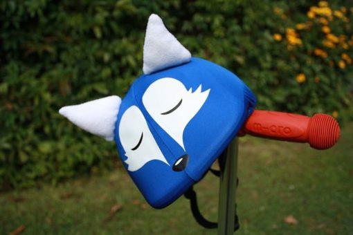 Kék alvó róka sisakhuzat a szabadban
