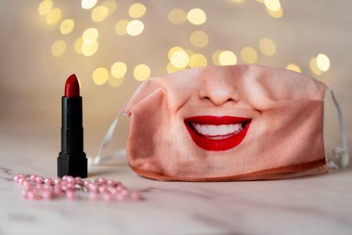 Tündöklő női mosoly arcmaszk